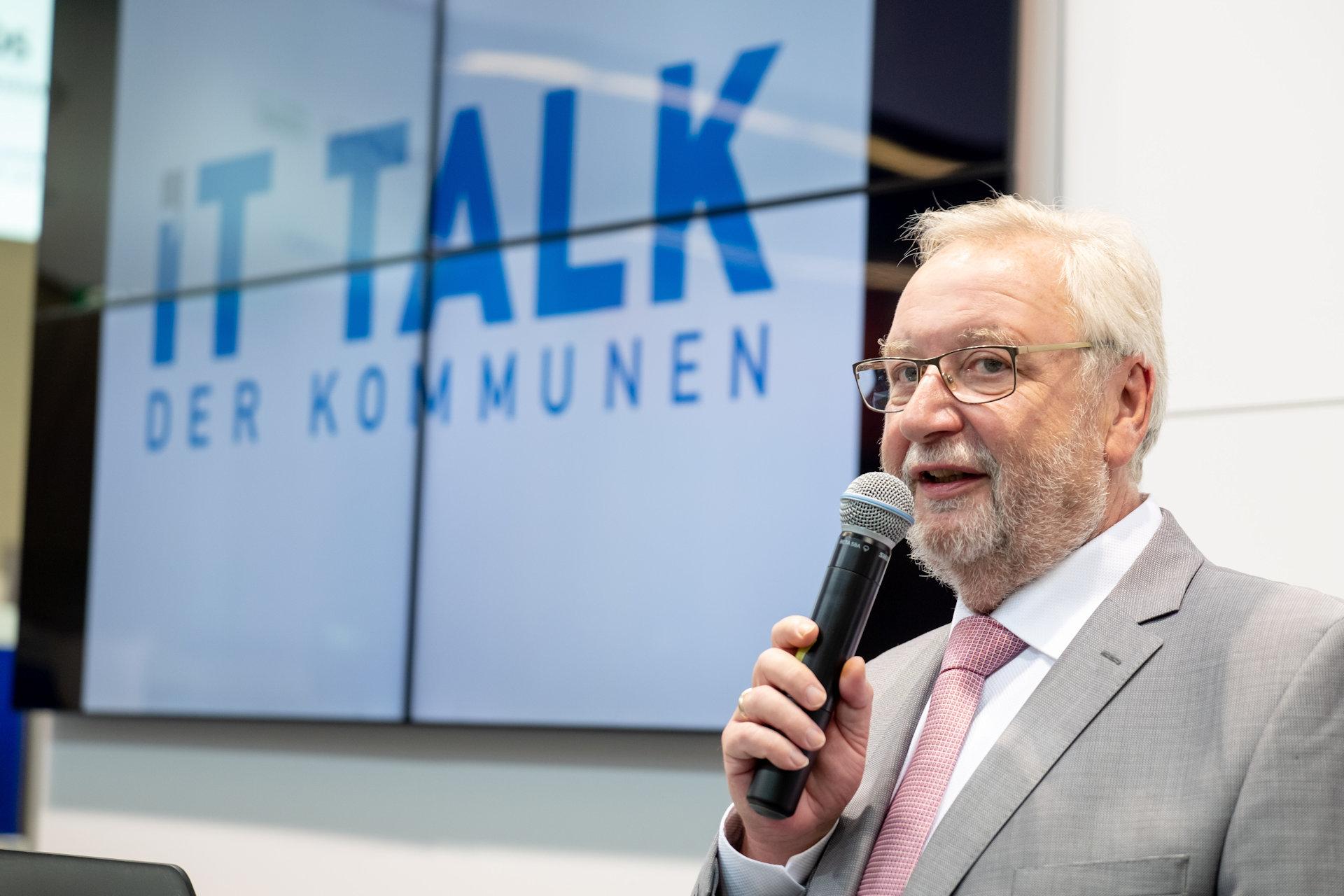 Eduard Heilmayr auf der Preisverleihung des IT-Profi - Urheber: NuernbergMesse / Thomas Geiger